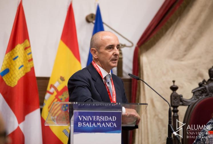 D. Rodrigo Sánchez es premiado por ALUMNI España gracias a su trayectoria.